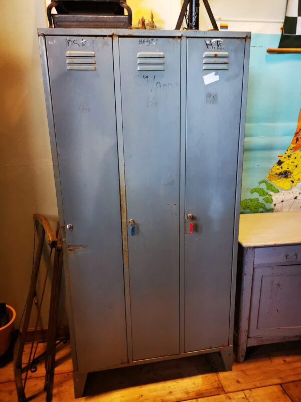 Grijze locker - De StadsZolder - winkel - ontruimingen